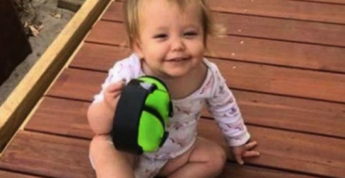 Mamma kör av misstag över sin 19 månader gamla dotter på uppfarten